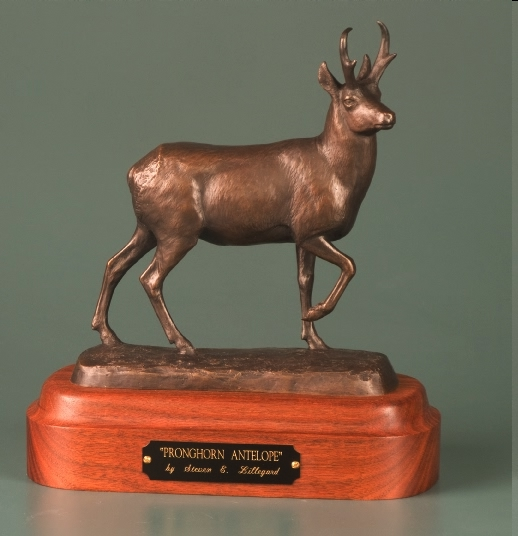 sculpture of pronghorn antelope